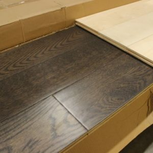 Engineered – Oak – Select – 5 x 3/4″ – Handscraped & Distressed