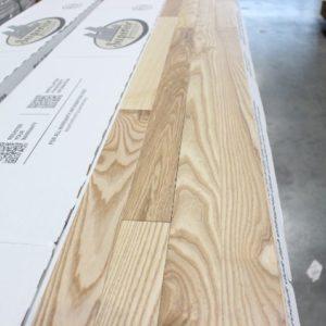 Hardwood – Ash – Premier – 2 1/4 x 3/4″ – Natural – Wire Brushed