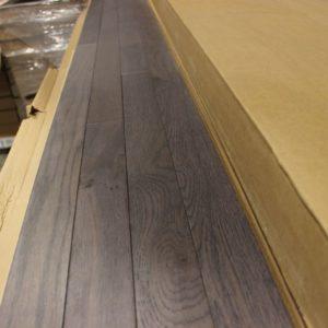 Hardwood – Red Oak – Select – 2 1/4 x 3/4″ – Iron – Wire Brushed