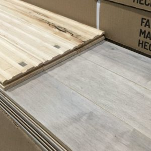 Hardwood – Maple – Builder – 3 1/4 x 3/4 – Cream – Matte