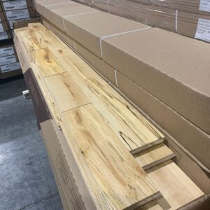 Hardwood – Birch – Rustic – 4 1/4 x 3/14 – Charactere Grade Vety Rustic Natural -Mat finish